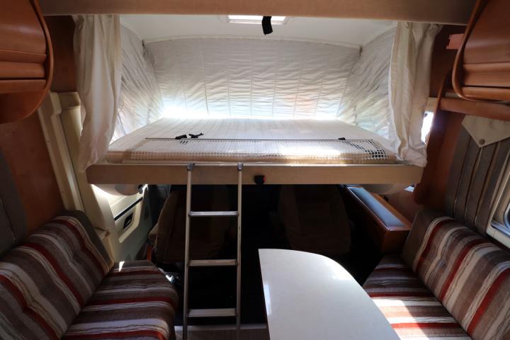2010 Rapido 9048 DF - Over Cab Drop Down Bed