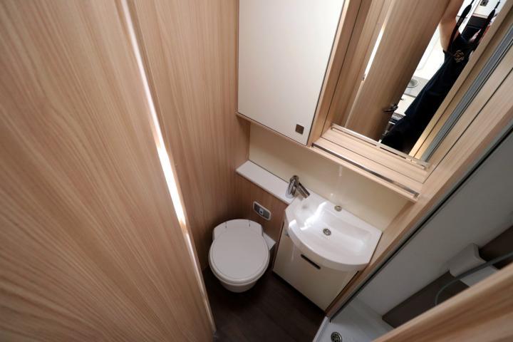 2018 Burstner Lyseo T744 - Washroom