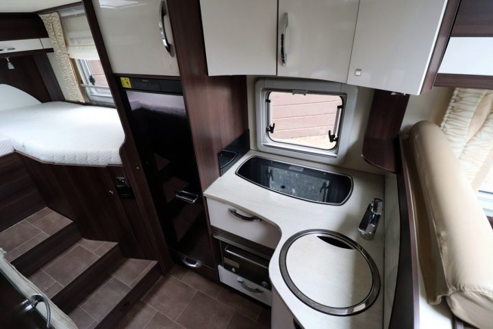 Burstner Nexxo T690G Sovereign - Kitchen