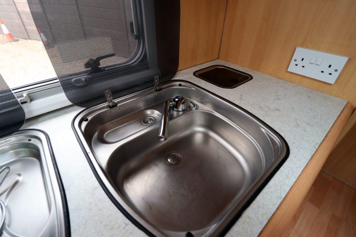 Dethleffs Esprit I6970 - Kitchen Sink