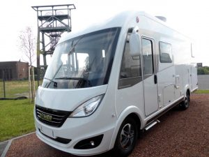 Hymer B588 DL - Nearside