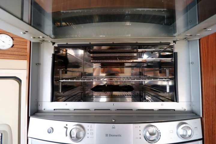 Hymer S830 - Oven and Grill