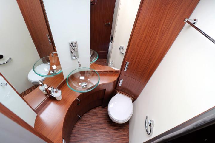 Hymer S830 - Washroom