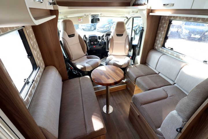 Swift Champagne 674 - Front Lounge