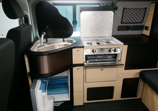 3380 Danbury Surf Double Volkswagen T6 Kitchen