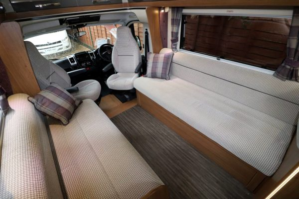 Auto-Trail Tracker RS - Lounge