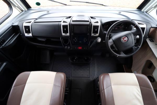Burstner Ixeo i744 - Cab
