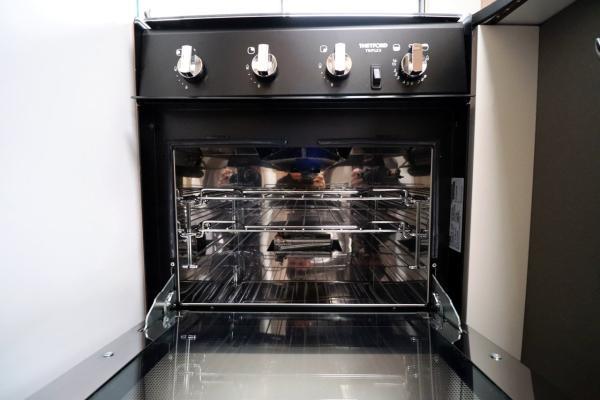 Burstner Ixeo i744 - Oven Grill