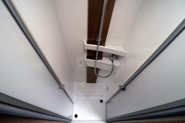Burstner Ixeo i744 - Shower