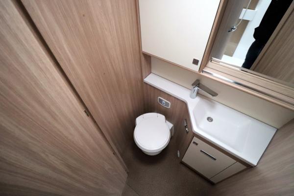 Burstner Ixeo i744 - Washroom