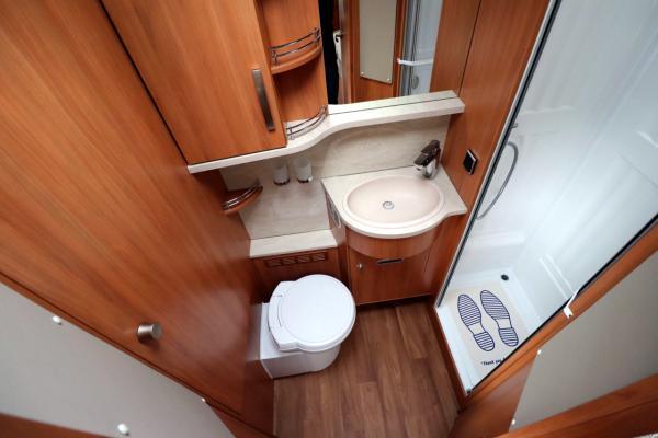 Hymer T668 SL - End Washroom