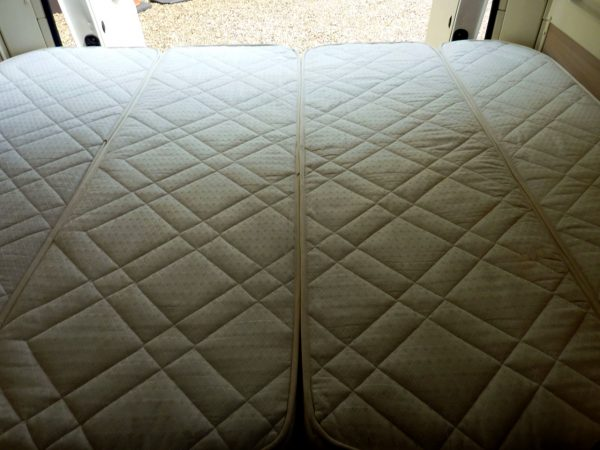 Trigano Tribute T669 - Bottom Bed