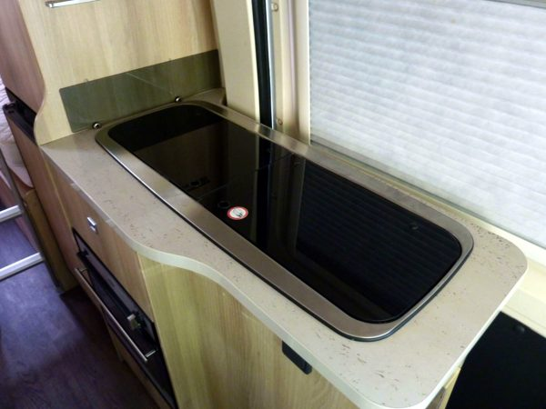 Trigano Tribute T669 - Kitchen