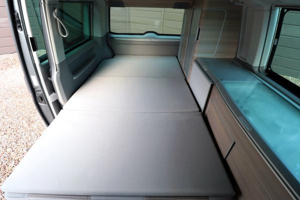 VW California - Rock N Roll Bed