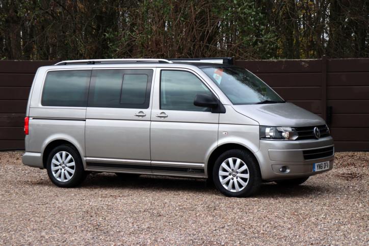 Volkswagen Caravelle Executive - Exterior 1