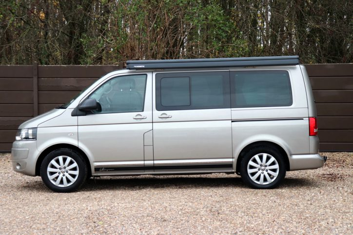 Volkswagen Caravelle Executive - Exterior 3