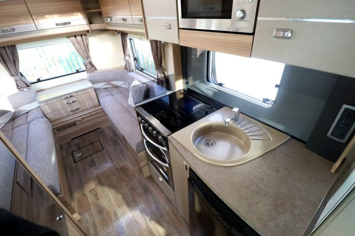 Bessacarr E462 - Kitchen