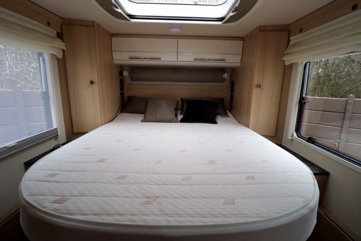 Hymer B708 SL - Rear Island Bed 2