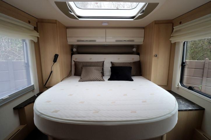 Hymer B708 SL - Rear Island Bed
