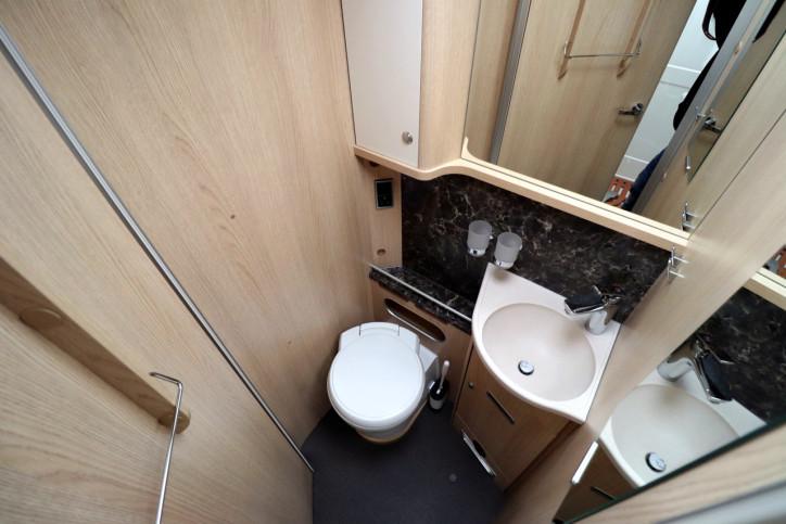 Hymer B708 SL - Washroom
