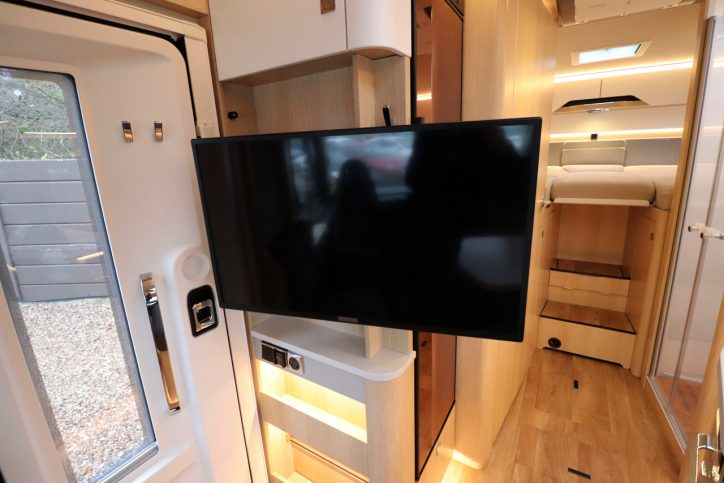 Hymer BMCI 680 - Flatscreen TV