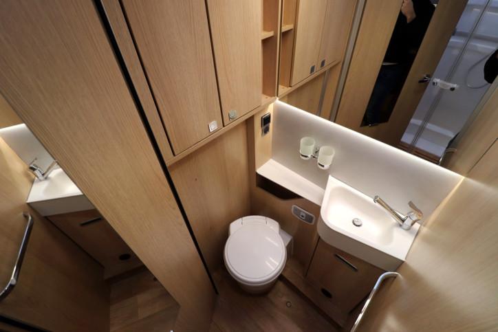 Hymer BMCI 680 - Washroom