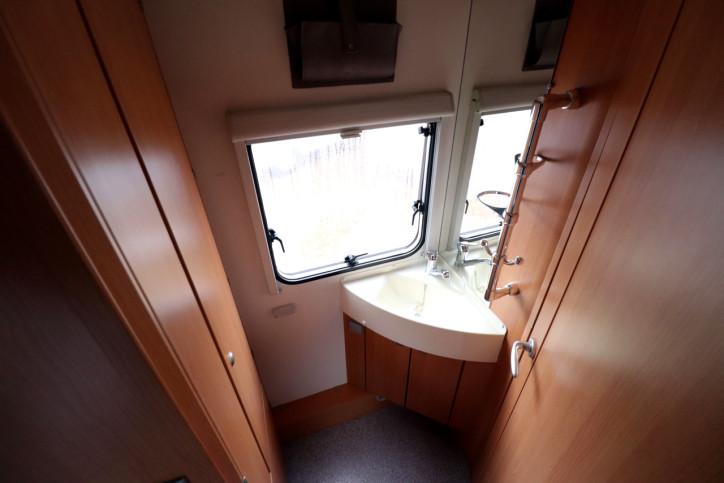 Knaus Sport Traveller 500 D - End Washroom