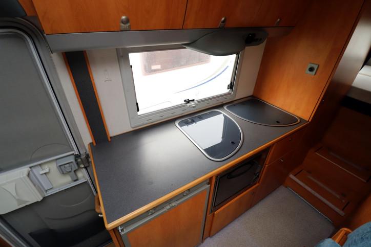 Knaus Sun Traveller 708G - Kitchen