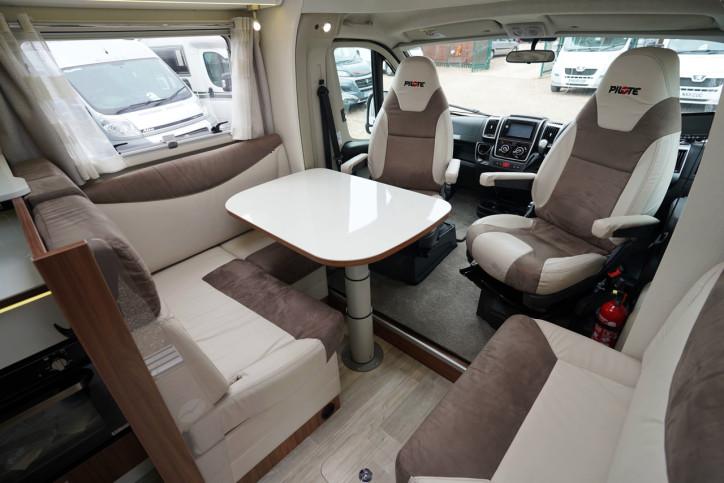 2018 Pilote Sensation P740 front lounge 1