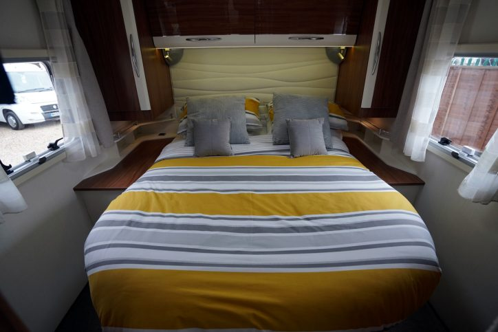 2018 Pilote Sensation P740 island bed