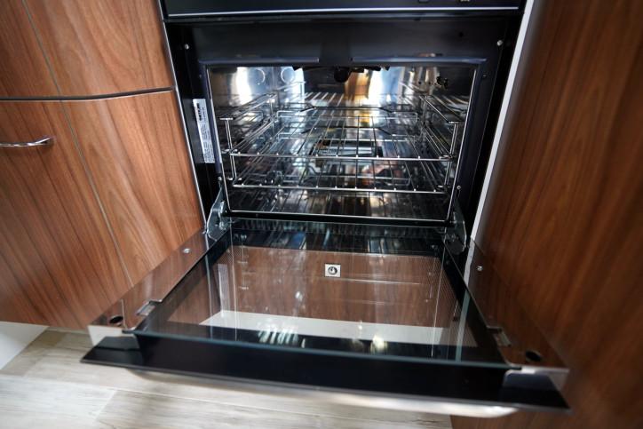 2018 Pilote Sensation P740 oven